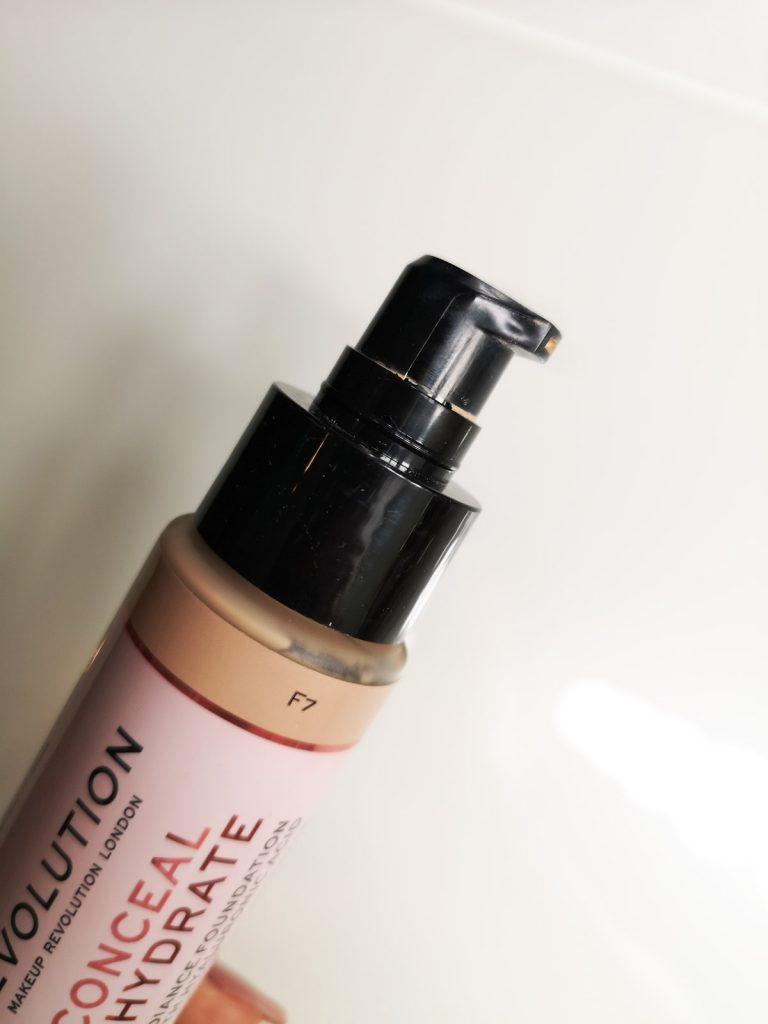 fondotinta makeup revolution recensione